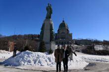 圣约瑟夫大教堂是魁北克省的三大宗教巡礼地之一。法系的天主教一向有推崇奇迹的倾向,据说安德烈修士曾以圣