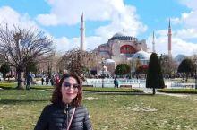 蓝色清真寺,原名苏丹艾哈迈德清真寺,土耳其著名清真寺之一,17世纪初由伊斯兰世界著名古典建筑师锡南的