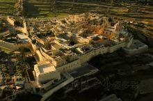 """我是旅行家——打卡《权游》第一集中 君临城的取景地——姆迪娜 这座曾经的""""马耳他首府"""" 仍然保留着狭"""