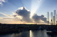 马耳他,这个被称为地中海宝石及心脏、只有几十万人的小国,却同样有着自己国家的性格及文化,欧洲第二大无