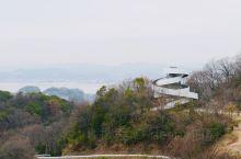 广岛BELLA VISTA的丝带教堂  广岛尾道市的BELLA VISTA酒店适合度假,露天风吕的景