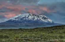 力马扎罗(Kilimanjaro)——非洲之巅,作家海明威赋予它不朽的灵魂。它是全世界登山爱好者向往