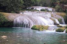 荔波小七孔的水、山、树、潭溶于一体。