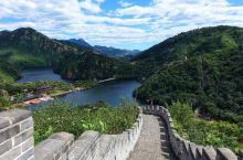 很喜欢秋天去那里,除了欣赏长城盘旋山脊和湖水断开两样奇观,明代板栗园也很不错。