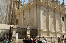 塞维利亚主座大教堂,也是世界上最大的哥特式教堂 大教堂也是联合国教科文组织人类遗产。这里珍藏了500