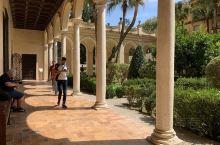 来西班牙塞维利亚一定要打卡的皇宫。这里有浓浓的阿拉伯风格,也有哥特式的圣母像,要来这里一定要了解一下