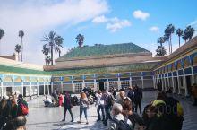 巴希亚王宫,修葺的很漂亮,人多,排队参观。