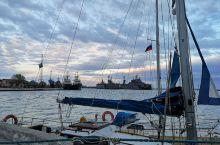 波罗的海岸边加里宁格勒的波罗的斯克,波罗的海舰队驻地。 不同与常规的旅游景点,这是一座军港,整座小镇