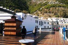 米哈斯-西班牙纯白小镇,因所有的房子都是白色的而出名。