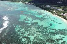 站在海边,抬头看见形似老鼠的小岛,中国人称耗子岛。是马埃岛上一处有名的景点,沙滩不大,因为水深不深,