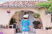"""法国普罗旺斯彩陶城。 南法普罗万斯有个地方叫""""彩陶城"""",因这里房子上的瓦片都是彩色的,也许这就是这个"""