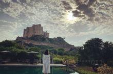 斋浦尔 阿丽拉彼尚葛堡 在时代周刊Top100最值得去的地方中,被列为最值得停留的印度酒店之一 沉睡
