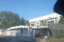 我们在科伦坡转的时候,偶遇了中国大使馆。别说,在异国他乡看到五星红旗迎风飘扬,心里真的特别激动,也特