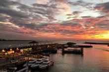 【夕阳余晖】…淡水渔人码头…北台湾最佳观赏落日地点…牵着ta的手漫步夕阳下…晚霞映红美不胜收…享受两