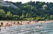 多伦多士嘉伯悬崖公园 明媚的阳光,温暖的沙滩,湛蓝的湖水,翠绿的草地,还有怡人的空气,嘉士伯公园实在