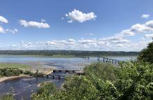 蒙特伦西河汇入圣劳伦斯河形成的瀑布,落差有83米,是尼亚加拉瀑布的1.5倍