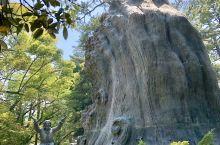 岛根出云大社,是日本最古老神社之一。据 日本书纪 记载,是天照大御神为 大国主命 而建造。这里供奉的