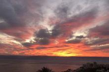 提比利亚位于加利利湖西岸,白天和黑夜各有各的美 这里的夕阳美的让人感觉不真实!面对眼前加利利湖,山、