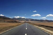 一路上的主角都是蓝天、雪山和湖泊。8000米的希夏邦马峰,佩枯错,还有一只寂寞的野驴。
