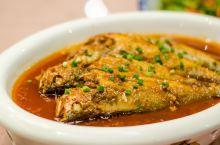 回到安徽,徽菜自然少不了,池州属于皖南,菜系也属于徽菜,晚餐我们在九华中心大酒店用餐。如今的徽菜,并
