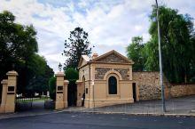 阿德莱德艺术大街--北大街 North Terrace 承载着南澳大利亚的历史,这么说不仅仅是因为在