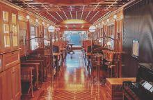 九州的特色列车 首先是4天行程车票6万人民币的七星列车,还有以鸟的名字命名的翡翠山翡翠,还有烧煤的历