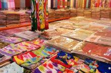 喀什大巴扎全称是中西亚国际贸易市场,位于喀什市东北角的吐曼河东岸,又称东门大巴扎。占地250亩,内设