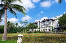 去印尼日惹,必然会去参观世界遗产婆罗浮屠。普拉塔兰婆罗浮屠酒店,就位于这个景区旁边,住在这里,早起去