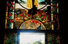 教堂彩玻画(马尼拉机场对面的不知名教堂)——2013-12-30(菲律宾旅程Day15)今早从宿务飞