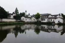 """诸葛八卦村位于兰溪市西部18公里处,有330国道途经该村,交通便捷,是兰溪与国家级风景名胜区""""二江("""