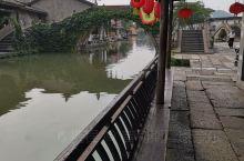 一早漫步在民风纯朴的古镇,看到诗意栖居的人们,不觉放慢了脚步,果然有水的地方就有灵性。安昌古镇是个旅