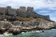 《基督山伯爵》与伊夫岛 传说中的伊夫岛 伊夫岛是一个非常小的小岛,一直都没有人在这里住。 在十六世纪