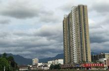 天上的云配合最高的大厦