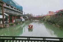 """杭州宋城景区""""宋城之光"""" 杭州宋城景区还原了宋代都市风貌,有怪街、仙山、市井街、宋城河、千年古樟等景"""