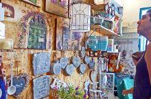 列入世界遗产的以色列特拉维夫的雅法老城的韵味吸引大量游客。很多艺术家,设计师在小小的石头房子里开办了
