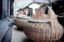 陕西商洛的柞水县也有个凤凰古镇,镇子里有一条保存完好的明清时期的民居街。有很多的老房子,融入其中都会