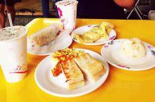 在台湾品尝最地道的永和豆浆!  永和豆浆想必是我们每个人共同的回忆。一杯温热的豆浆,搭配一根刚炸好的