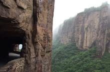 太行山深处的郭亮隧道无疑是一个伟大的工程!这之前都是称呼为挂壁公路!几乎为中外游客所惊叹的是当时修建