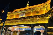 从14年第一次走进隆务寺朝拜,到19年带着老爸老妈来到美丽的黄南藏族自治州。92岁高龄的卡索活佛收了