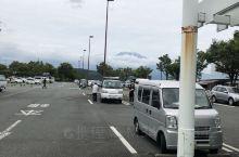 因为下雨没能登上富士山,只能远关了是好漂亮的。早餐依然健康,晚上人不多夜景也好看;吃了饺子还可以,就