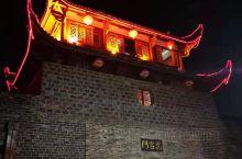 漫步长汀,总有一种走入历史的感觉,灯火阑珊的城墙,繁华的古街,流淌着过去的记忆,显示着现代的进步
