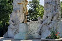 维也纳城市公园(德语:Wiener Stadtpark)位于老城区东部环形大道内侧,是维也纳最受游客