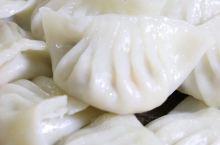 韶关翁源必吃的特色小吃 只要来韶关翁源,必吃客家美食。先喝土茯苓汤清热祛湿,再对油罩糍、周陂花麦糍、