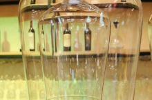 每一个酒庄都有自己的特色葡萄酒,金士的特色葡萄酒是马瑟兰和小芒森。目前还未对外发售