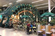 上次去德国开会时转机路过的阿姆斯特丹机场,荷兰的设计还是全球有名的,机场耶处处体现了人性化,过两个月