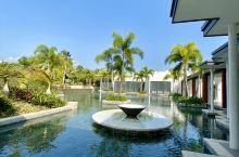 三亚嘉佩乐度假酒店的开业,算是真正意义上刷新三亚奢华酒店的新高度!硬件、软件、设计、园林都无可挑剔,