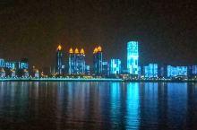 武汉江滩灯光秀半边