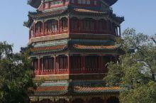 最美京城秋色,而颐和园这座皇家园林更是山青水绿景色美,万寿山上的佛香阁矗立在昆明湖畔,高耸约佛香阁威