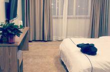 房间很大很干净,交通便利有免费停车位,服务态度也很好,房间装的很温馨非常值得推荐!