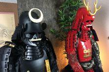 冲绳那霸旅游时,很流行盔甲换装体验喔!推荐这家离那霸机场、车站都很近的「SAMURAI Studio